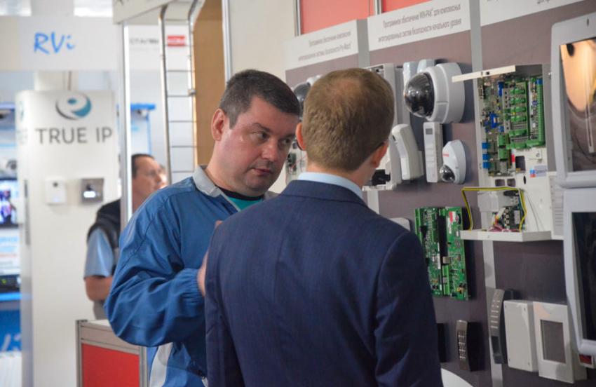 КОДОС продемонстрировала новые считыватели белорусским коллегам